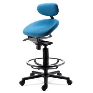 Semi-sitting, tabouret ergonomique incliné vers lavant pour favoriser la circulation sanguine