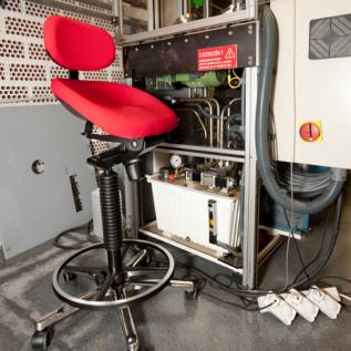Siège assis-debout semi-sitting production