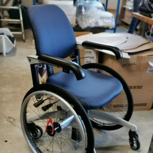 Fauteuil roulant handicap TrippleWheels réglable en hauteur Handicap - Idéal entrepôt/atelier