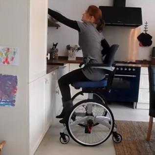 Siège Handicap roulant démonstration - Accessibilité placard/ étagère Tripple Wheels