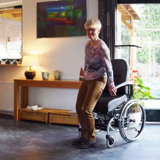 fauteuil roulant avec aide pour se lever Le Roulé